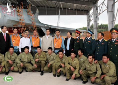 Prime Minister Nguyen Tan Dung visits the air force