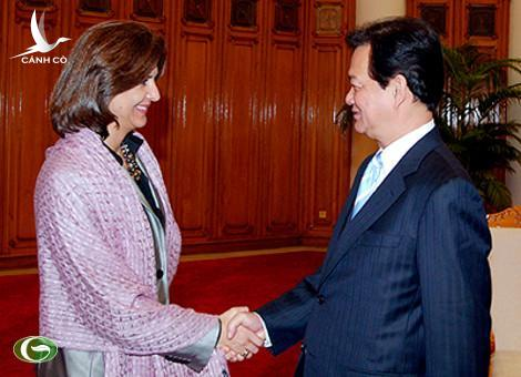Prime Minister Nguyen Tan Dung receives Colombian FM Maria Angela Holguin