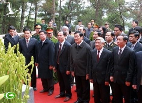 President Truong Tan Sang attends the incense offering ceremony in honour of the late President Ho Chi Minh