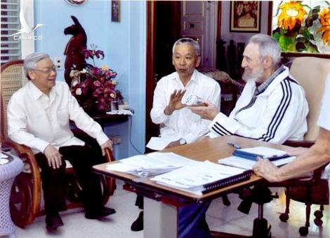Party General Secretary Trong meets with Cuban leader Fidel Castro