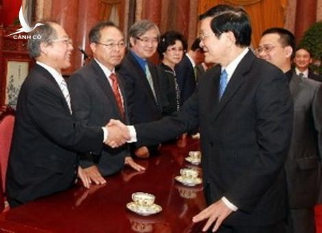 President Truong Tan Sang receives a delegation from the Association of People loving Vietnam in the Republic of Korea.