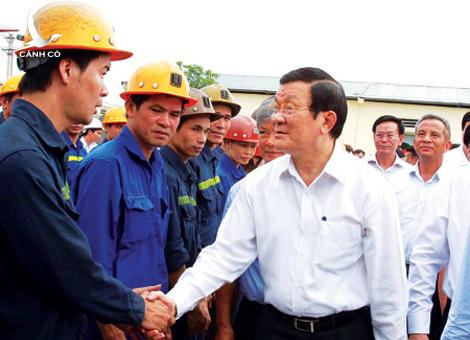 President Truong Tan Sang visits mining industry workers in northern Quang Ninh province