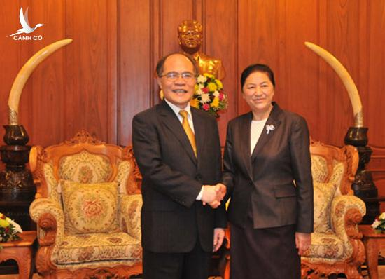 National Assembly Chairman Nguyen Sinh Hung and his Lao counterpart, Pany Yathotou