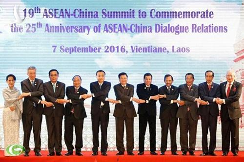Leaders pose for photo during ASEAN-China Summit in Vientiane (From left to right) Myanmars State Counsellor Aung San Suu Kyi, Singapores Prime Minister Lee Hsien Loong, Thailands Prime Minister Prayuth...   Please credit and share this article with others using this link:http://www.bangkokpost.com/news/general/1080369/thailand-supports-chinas-efforts-to-maintain-maritime-peace. View our policies at http://goo.gl/9HgTd and http://goo.gl/ou6Ip. © Post Publishing PCL. All rights reserved.