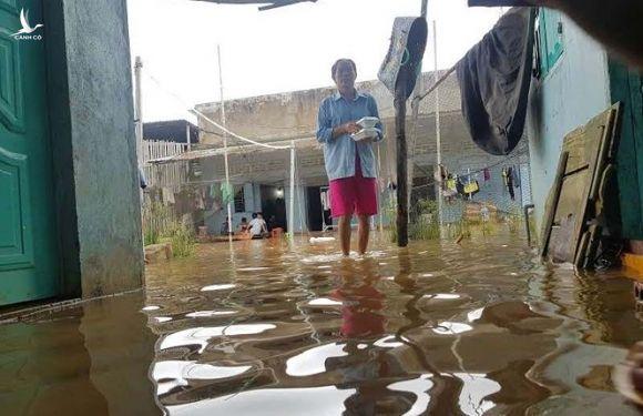 Cận cảnh cuộc sống bị đảo lộn do ngập lụt lịch sử ở Phú Quốc  - ảnh 2