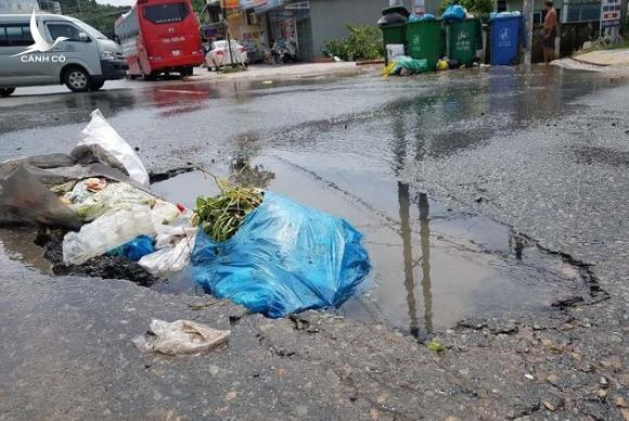Cận cảnh cuộc sống bị đảo lộn do ngập lụt lịch sử ở Phú Quốc  - ảnh 10