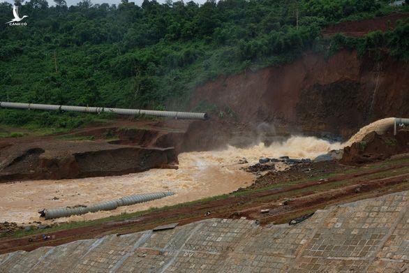 Một đường ống dẫn nước bị vỡ đêm 8-8