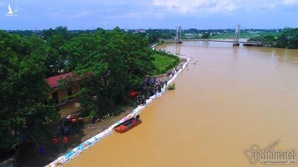 Nghìn mét tường chắn sóng gần 40 tỷ bảo vệ Thủ đô khỏi ngập lụt