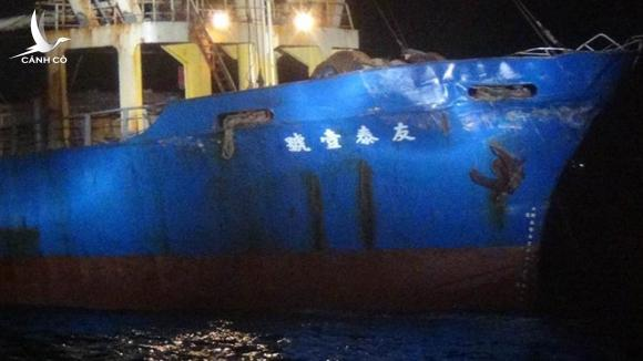 Tàu hàng Đài Loan (ảnh) bị tàu chiến Trung Quốc đâm móp ///  Cục Hải tuần Đài Loan