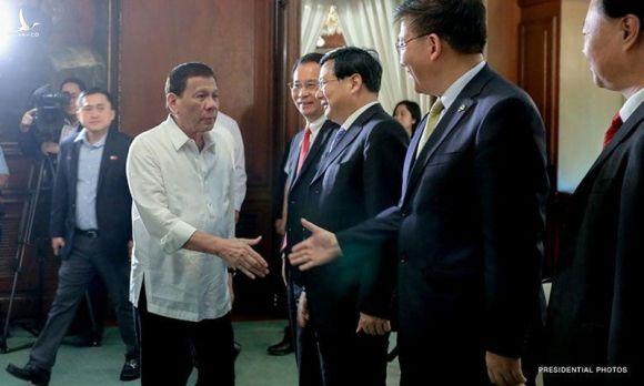 Bắc Kinh lại mời ông Duterte đến trao đổi chuyện biển Đông - ảnh 1