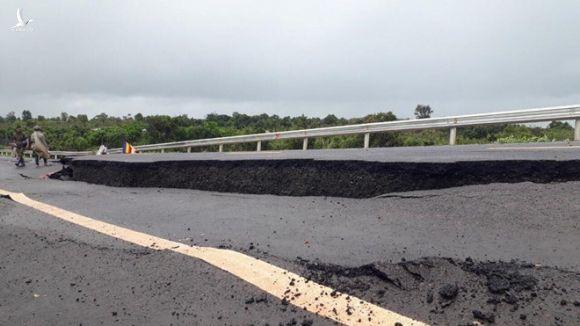 Hé lộ nguyên nhân tuyến tránh Chư Sê vừa làm xong đã nứt gãy như 'động đất' - ảnh 2