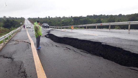 Hé lộ nguyên nhân tuyến tránh Chư Sê vừa làm xong đã nứt gãy như 'động đất' - ảnh 1