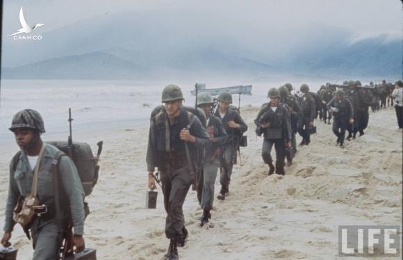 Anh cuc doc linh My dau tien toi Viet Nam tham chien (1)-Hinh-13