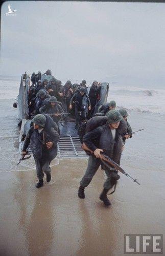 Anh cuc doc linh My dau tien toi Viet Nam tham chien (1)-Hinh-8