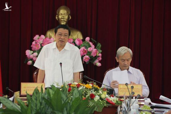 Trưởng ban Nội chính T.Ư Phan Đình Trạc (đứng) phát biểu tại buổi làm việc với Ban Thường vụ Tỉnh ủy Đồng Nai /// Đức Nguyễn