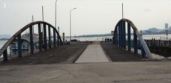 Cảng trăm tỉ Vinashin Hòn Gai nham nhở cột bê tông, thành nơi... câu cá - Ảnh 6.