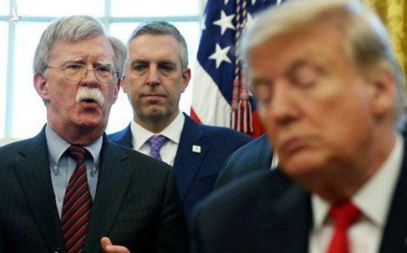 """Bị sa thải, ông Bolton trút lời """"cay đắng"""" lên Tổng thống Trump"""
