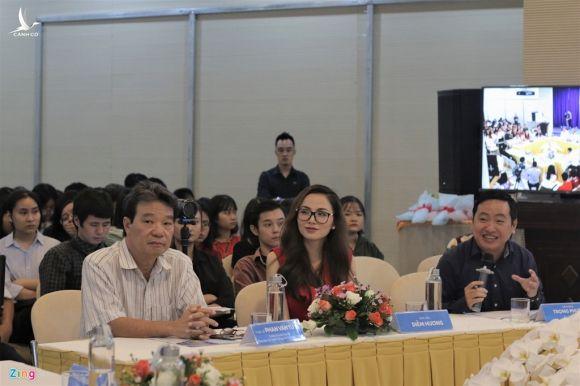 'Facebooker Dam Vinh Hung lay tu cach gi de duoc quyen xu nguoi khac' hinh anh 1