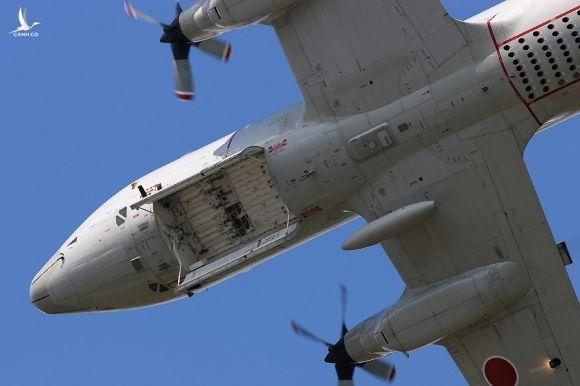 'Sát thủ săn ngầm' hàng đầu thế giới P-3C Orion thăm Việt Nam