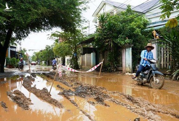 Buộc nhà thầu Trung Quốc trả đường dân sinh cho người dân Quảng Ngãi - Ảnh 2.