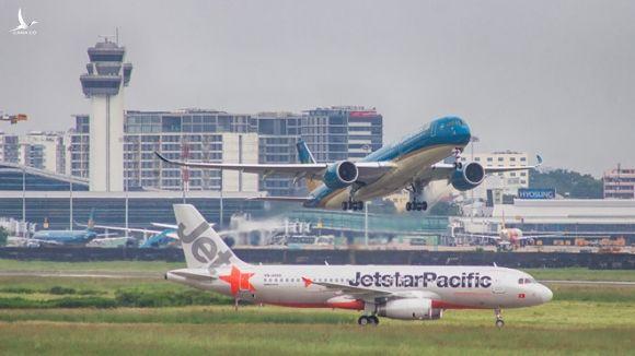 Huỷ loạt chuyến bay, đóng cửa sân bay để tránh bão số 6