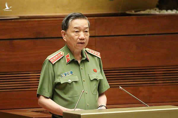 Đại tướng Tô Lâm trao đổi về quảnlý, sử dụng vũ khí, vật liệu nổ và công cụ hỗ trợ.