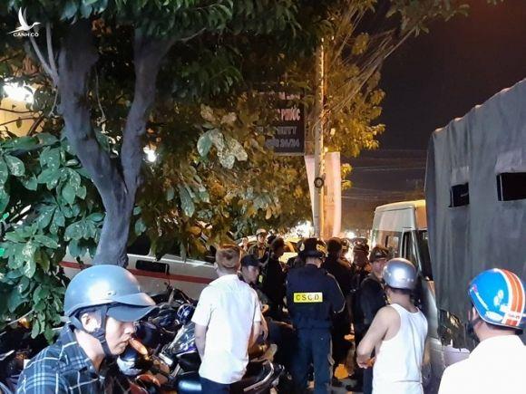 NÓNG: Cảnh sát Đồng Nai đang phong tỏa một bệnh viện ở Biên Hòa - Ảnh 4.
