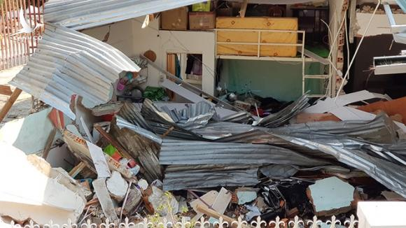 Hai người thoát chết kỳ diệu khi xe bồn bê tông ủi sập nhà ở Đà Lạt. - ảnh 2