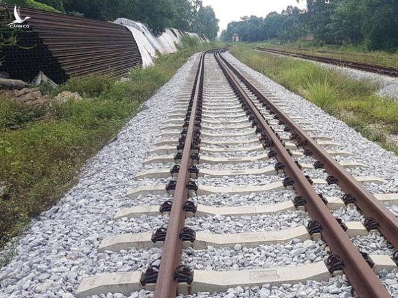 Khó bán khối sắt vụn trăm tỉ của dự án đường sắt dang dở - Ảnh 1.