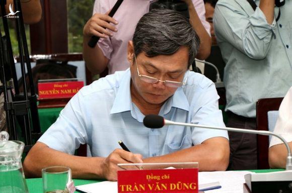 Phó chủ tịch UBND Q.Thủ Đức Trần Văn Dũng (phụ trách đô thị) vì sao bị kỷ luật cảnh cáo cả về mặt đảng và chính quyền gần 9 tháng qua, nhưng vẫn đương chức? /// KHẢ HÒA