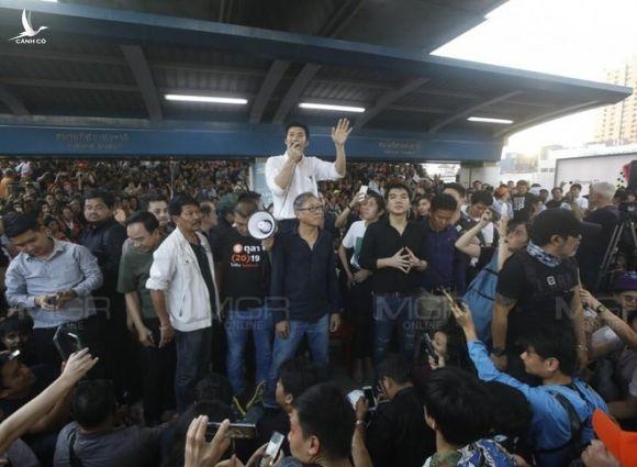 Thái Lan: Biểu tình lớn kỷ lục nổ ra tại thủ đô Bangkok kể từ sau cuộc đảo chính năm 2014 - Ảnh 7.