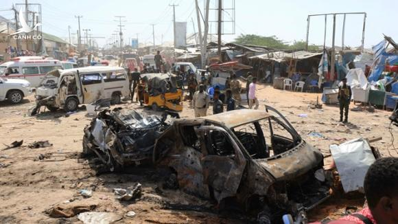 Đánh bom xe kinh hoàng tại Somalia, ít nhất 90 người thiệt mạng - ảnh 1
