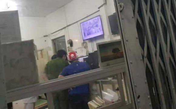 Bệnh nhân nghi nổ súng tự sát tại khoa Cấp cứu Bệnh viện Trưng Vương - ảnh 3