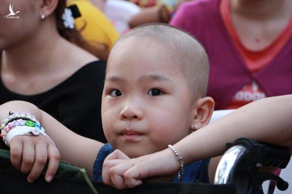 Xúc động ngày Tết tặng riêng bệnh nhi ung thư ở bệnh viện Ung bướu - ảnh 6