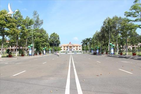 Binh Phuoc muon trung tam hanh chinh 800 ty: Thoi 4.0 roi...