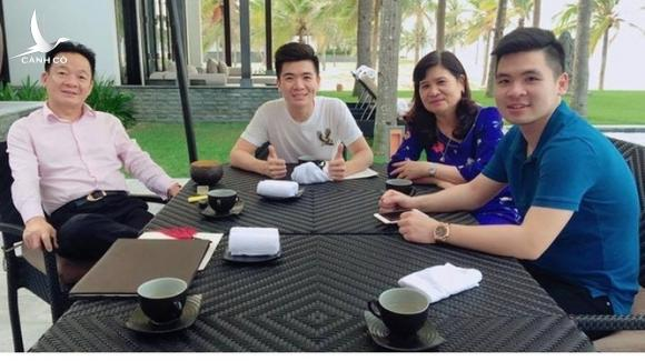 """""""Bầu"""" Hiển cùng vợ (Lê Thanh Hòa) và hai con trai (Đỗ Quang Vinh, Đỗ Vinh Quang). (Ảnh: Internet)"""