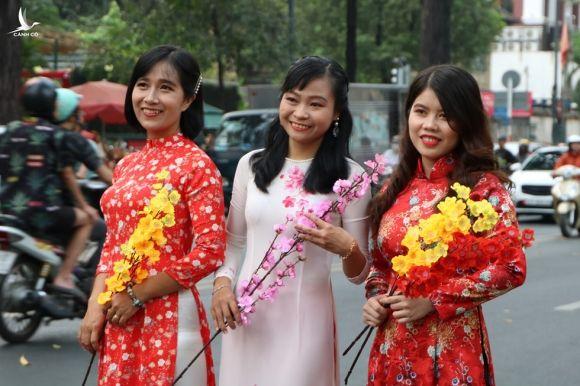 Người trẻ nô nức du xuân, ngắm hoa tết Sài Gòn - ảnh 22