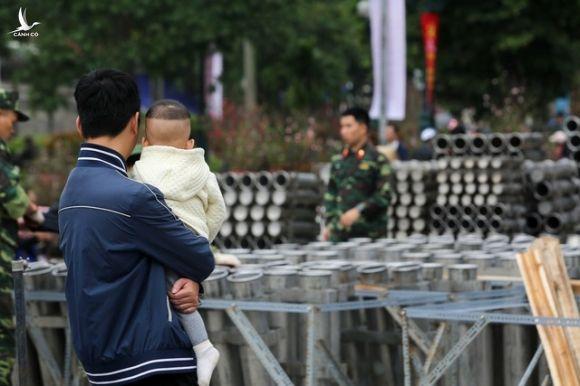 Hà Nội: Bên trong trận địa pháo hoa chuẩn bị khai hoả, đón giao thừa - 11