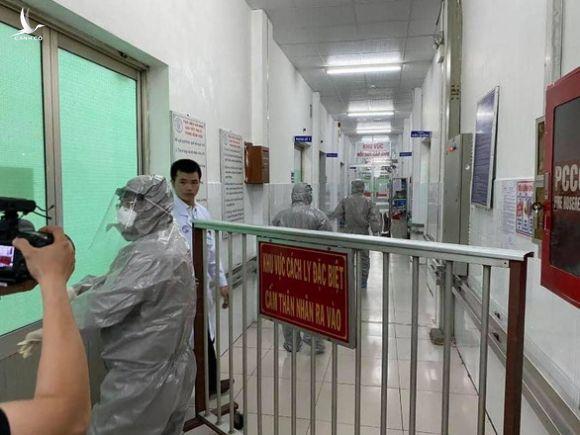 Trước nguy cơ viêm phổi cấp: 'Không phải ai ho, ai sốt cũng phải vào bệnh viện' - Ảnh 4.