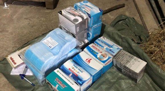 Phát hiện gần 1 triệu khẩu trang y tế tại TP.HCM chuẩn bị xuất sang Campuchia - ảnh 1