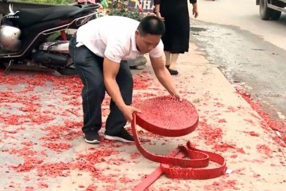 """Dam cuoi dot phao do duong Ha Noi: Lai lich """"ong trum"""" bo chu re?"""