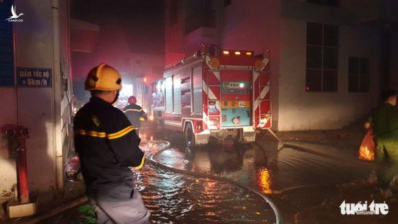 Cháy lớn nhà xưởng trong Khu công nghiệp Cát Lái - Ảnh 4.