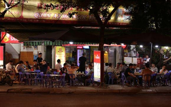 Hàng loạt nhà hàng, quán nhậu... tại Hà Nội vẫn hoạt động bất chấp lệnh cấm - ảnh 6