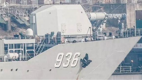 Bức ảnh cho thấy cái được cho là pháo EMP trên một chiến hạm của Trung Quốc /// Twitter