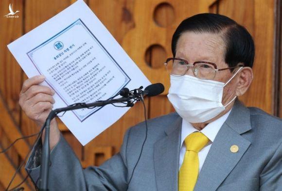 Giáo chủ Lee Man-hee tại cuộc họp báo ngày 2.3 /// AFP