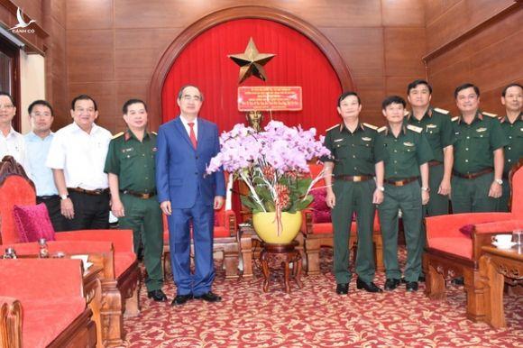Lãnh đạo TP.HCM thăm Quân khu 7 và các Anh hùng lực lượng vũ trang nhân dân - Ảnh 2.