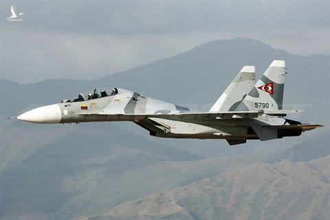 Su-30MK2 Venezuela chan cung luc hai may bay My