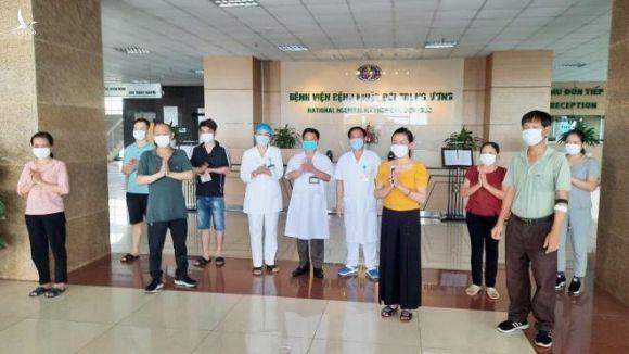 Thêm 8 bệnh nhân COVID-19 khỏi bệnh, Việt Nam chữa khỏi 260 ca - 1