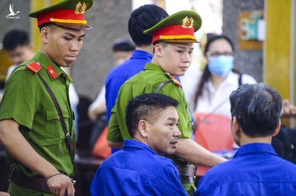 Màn đối đáp nảy lửa giữa đại diện viện kiểm sát và cựu Phó giám đốc Sở GD-ĐT Sơn La - Ảnh 2.
