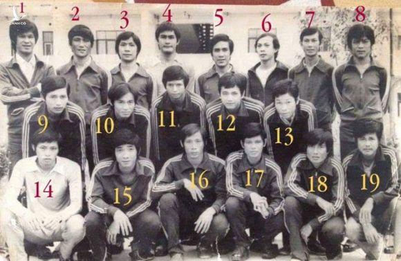 Nguyễn Trung Hậu số 5 đứng cạnh Đinh Công Hoàng số 6 trong đội hình Công Nghiệp Thực Phẩm /// Tư liệu